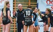 Zwischen Steinhausen-Coach Amir Mustafic und den Spielerinnen herrscht Disharmonie.Bild: Maria Schmid (Steinhausen, 10. November 2018)