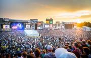 Längst treten die Künstler in Frauenfeld auf zwei miteinander verbundenen Bühnen auf. Die sogenannte Skyline-Stage weist eine Gesamtbreite von über 160 Metern und eine Höhe von 22 Metern auf. (Bild: Andrea Stalder (6. Juli 2018))
