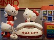 Hello-Kitty-Hersteller Sanrio hat laut der EU-Kommission die grenzüberschreitenden Verkäufe seiner Produkte in der EU behindert. (Bild: KEYSTONE/AP/JEFF CHIU)