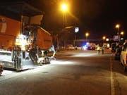 Ein 70-jähriger Bauarbeiter ist auf der Autobahn A1 im Aargau von einem Lastwagen erfasst und tödlich verletzt worden. (Bild: Handout Kantonspolizei Aargau)