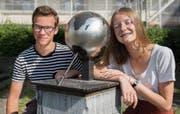 Die beiden St.Galler Tobias Vetter und Anna-Lena Hatzold vertreten die Schweiz an der Geografie-Olympiade. (Bild: Adriana Ortiz Cardozo)