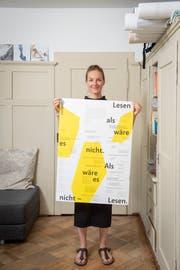 Das Magazin «Onepage», welches fünfmal pro Jahr als ausklappbares A1-Poster erscheint, scheint bei den Menschen in und ausserhalb der Region gut anzukommen. (Bild: Urs Bucher)