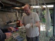 Pascal Vonlanthen von der Firma Aquabios untersuchte im Rahmen des «Projet Lac» zusammen mit dem Amt für Wald und Wild im August 2018 die Fischfauna im Ägerisee.
