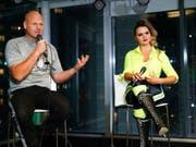 Die Hochseilartisten Nik und Lijana Wallenda äussern sich vor den Medien. (Bild: KEYSTONE/FR171701 AP/JASON SZENES)