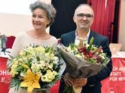 Die SP-Kandidaten Esther Meier (links) und Ali Özcan nach der Nomination für die Nationalratswahlen. (Bild: KEYSTONE/WALTER BIERI)
