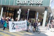 Am Dienstag protestierten Klima-Aktivisten in Basel erneut vor der Credit Suisse. (Bild: Kenneth Nars)