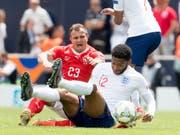 Xherdan Shaqiri hat sich vor Monatsfrist beim Nations-League-Spiel um Platz 3 gegen England einen Muskelriss in der Wade zugezogen (Bild: KEYSTONE/JEAN-CHRISTOPHE BOTT)