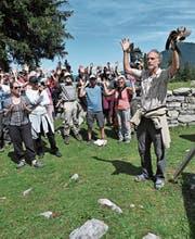 Sozusagen als Landammann der 1. Nationalen Landsgemeinde fürs Klima amtierte der Umweltschutzarzt Toni Reichmuth (im Vordergrund).Bild: Romano Cuonz (Älggialp, 1. August 2019)