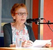 Die Lyrikerin Elsbeth Maag entführt die Bundesfeier-Zuhörer in Räfis-Burgerau in die Heimat der Sprache.Bild: Hansruedi Rohrer
