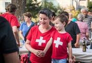 Das Singen der Nationalhymne gehört ebenso zum Pflichtprogramm, am besten in rotem Shirt mit weissem Kreuz gekleidet.