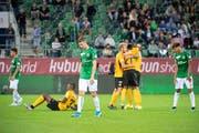 Die Enttäuschung der St. Galler, hier mit Cedric Itten (Mitte), währte nach dem Spiel nicht allzu lange. (Bild: Urs Bucher)