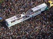 An der Street Parade rund ums Zürcher Seebecken nahmen rund 850'000 Raver teil. Die Stadtpolizei spricht von einer durchzogenen Bilanz. (Bild: KEYSTONE/ALEXANDRA WEY)