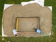 In Rorschach laufen die Vorbereitungen für das Sandskulpturenfestival bereits auf Hochtouren. (Bild: Tino Dietsche)