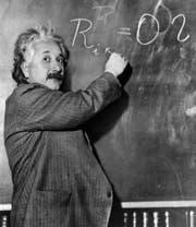 Wie war das nochmal – Einstein weiss es, ihr Kind auch, und Sie? (Bild: KEYSTONE/AP Photo/str)