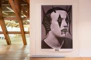 Beni Bischof zeigt den Facebook-CEO Mark Zuckerberg als verunstalteten Posterboy. Das Werk trägt den Titel «Mark Suckerberg» («Sucker» heisst auf Englisch Widerling). (Bilder: Urs Bucher)