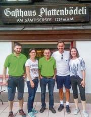 Roger Federer beim Gasthaus Plattenbödeli am Sämtisersee. (Bild: Instagram)