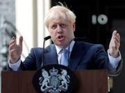 Der britische Permierminister Boris Johnson will raus aus der EU - notfalls auch ohne Deal. Die britische Währung befindet sich nun auf Talfahrt (Bild vom Juli 2019). (Bild: KEYSTONE/AP/FRANK AUGSTEIN)