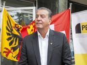 Bläst zum Sturm auf den Nationalrat: Eric Stauffer, frisch gebackener Kandidat auf einer Unterliste der BDP Genf vor den Medien. (Bild: KEYSTONE/SALVATORE DI NOLFI)