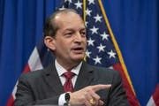 Musste zurücktreten: Arbeitsminister Alex Acosta. (Bild: EPA)