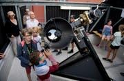 Ferienpass-Teilnehmer besuchen die Sternwarte auf dem Kollegi-Dach. (Bilder: Corinne Glanzmann, Stans, 6. August 2019)