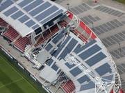 Das Dach des Stadions von Alkmaar wurde am Sonntag durch starke Winde teilweise zerstört (Bild: KEYSTONE/EPA ANP/DUTCHPHOTO)