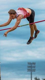 Fabian Steffen (Grossdietwil) überspringt die 4,40 Meter.