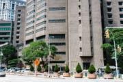 Das Manhattan Correctional Center in New York. Hier starb Jeffrey Epstein. (Bild: EPA)
