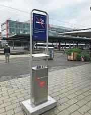 Bis hier hin und nicht weiter: Auf dem Perron zum Gleis 1 darf ab sofort nicht mehr geraucht werden.Bild: Gianni Amstutz