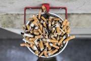 Neuer Anlauf für Werbeverbote: Die Gesundheitskommission des Ständerates will Zigarettenwerbung in Zeitungen, Zeitschriften und Internet verbieten. (Bild: Keystone)