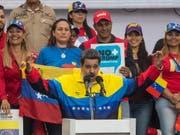 Venezuelas Staatschef Nicolás Maduro will das venezolanische Parlament auflösen und Neuwahlen ansetzen, damit die letzte Bastion der Opposition eliminiert werden kann. (Bild: KEYSTONE/EPA EFE/MIGUEL GUTIERREZ)