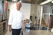 Der aus Pakistan stammende Saif Khan in der neu gestalteten «Selva»-Küche. (Bilder: Adi Lippuner)