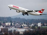 Das Sommergeschäft der Swiss läuft auf Hochtouren: Die Fluggesellschaft zählte im Juli über 6 Prozent mehr Passagiere als im Vorjahresmonat. (Bild: KEYSTONE/CHRISTIAN MERZ)