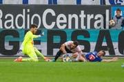 Espanyol-Stürmer Borja Iglesias (Mitte) am vergangenen Donnerstag in Luzern im Hinspiel gegen Torhüter Marius Müller und Christian Schwegler vom FCL. (Bild: Martin Meienberger/Freshfocus, 8. August 2019)