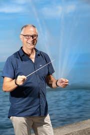 Ivo Mühleis war 38 Jahre lang als Dirigent tätig. Jetzt sucht er vermehrt die Ruhe. Diese findet er auch am Ufer des Bodensees. (Bild: Ralph Ribi)