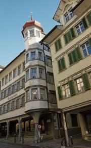 Das frühere Bezirksgebäude an der Hauptgasse ist dank dem Erker und dem Turmhelm ein Blickfang.(Bild: PD)