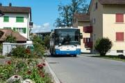 Noch fährt die Buslinie 16 mitten durchs Kuonimatt-Quartier - hier an der Rosenstrasse. (Bild: Dominik Wunderli, Kriens 14. August 2019)