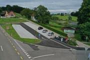 Der neue öffentliche Parkplatz an der Hauptstrasse mit den Unterflurcontainern für diverse Abfälle. (Bild: Manuel Nagel)