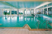Pool Indoor (Quelle: SolbadHotel Sigriswil)