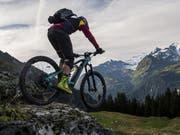 Nicht für Anfänger geeignet ist die Tour Mont-Blanc, die über 300 Kilometer Gesamtlänge und 12'000 Meter Höhendifferenz von Verbier nach Courmayeur (I) und Chamonix (F) zurück ins Wallis führt. (Bild: KEYSTONE/JEAN-CHRISTOPHE BOTT)