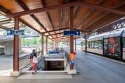 Den Bahnhof St.Fiden wollen die SBB bis Ende 2022/Anfang 2023 sanieren. Dafür müssen unter anderem die Perrons angehoben und die Erschliessung durch Rampen, eventuell zusätzlich auch Lifte, verbessert werden. Insgesamt sollen 12 bis 15 Millionen Franken investiert werden. (Bild: Urs Bucher - 14. August 2019)