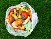 Werner Bischofberger will wissen, wie hoch der Prozentanteil der Grünabfuhr ist, der als Kompost in die Natur zurückkehrt. (Bild: Fotolia)