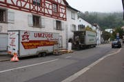 2013: Das Fundgut der Ausgrabung in der St.Galler Kathedrale wird in Bad Zurzach zum Transport verladen.