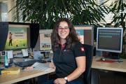 Die World-Skills-Teilnehmerin Ilona Züst an ihrem Arbeitsplatz bei der AVD Goldach AG. (Bild:Ralph Ribi)