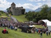 Blick auf Schloss Vaduz am Liechtensteiner Staatsfeiertag, am Donnerstag in Vaduz. Liechtenstein feiert dieses Jahr sein 300-jähriges Bestehen. (Bild: KEYSTONE/GIAN EHRENZELLER)