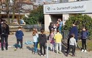 Angebote im Quartiertreff Lindenhof wie der Bastel- und Spielnachmittag werden sehr gut besucht. Bild: PD