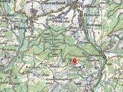 Der Mann startete vom Berghaus Gurli am Hang des Schwybergs aus. (Bild: SWISSTOPO)