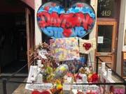 Die Menschen gedenken vor einem Nachtclub in Dayton, Ohio, der Opfer des Anschlags vom 4. August, bei dem ein Attentäter neun Personen tötete. (Bild: Keystone/AP/DAN SEWELL)