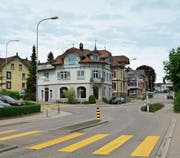 Die Buslinie 732 – Gähwil-Kirchberg-Wil – gelangt ab Fahrplanwechsel 2021 nicht mehr via Toggenburgerstrasse (rechts) zum Bahnhof. Die Busse nehmen im Zentrum von Rickenbach den Weg Richtung Wilen- (links) und Glärnischstrasse.Bild: Beat Lanzendorfer