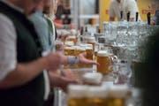 Nicht immer nehmen es die Betriebe beim Alkoholverkauf genau mit dem Geburtsdatum der Käufer. (Symbolbild: Pius Amrein)