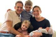 Nicola Spirig mit ihrem Ehemann Reto Hug und den drei Kindern. (Bild: ZVG)